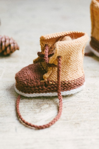 quince-co-baby-duck-booties-meagan-anderson-knitting-pattern-finch-chickadee-1_medium2
